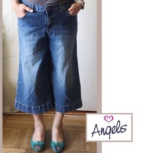 Mid Rise Super Comfy  3/4 Cropped Jeans